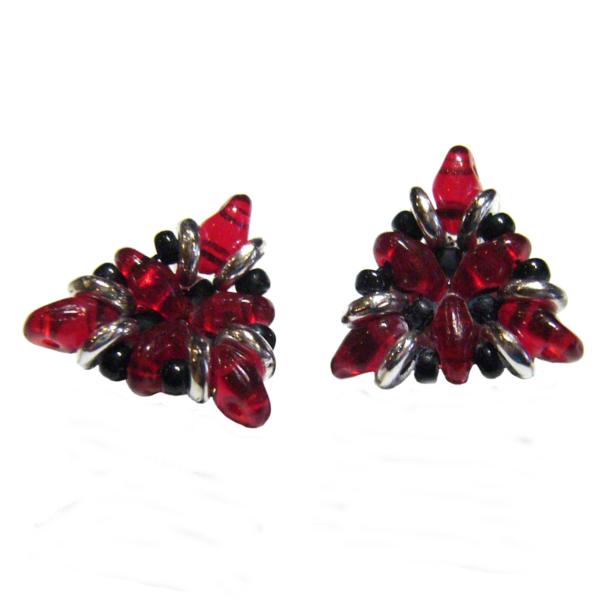 Ohrringe in Dreiecksform in Rot, Schwarz und Silber